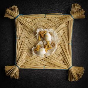 Majadito de papel de arroz, mousse de pato, plátano crujiente y huevo de codorniz / Gustu Restaurant